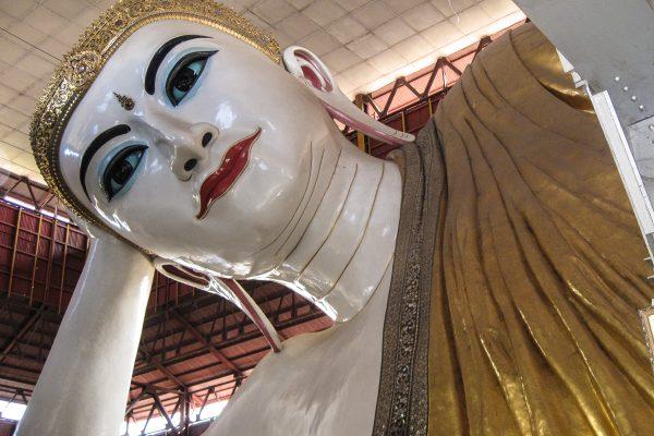 Chaukhtatgyi Buddha In Yangon